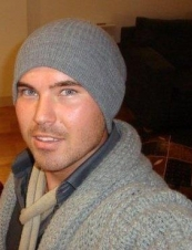 THOMAS  38 y.o. from UK