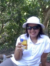 Laura 43 y.o. from USA