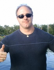 Andrew 47 y.o. from Canada