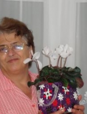 rodica 64 y.o. from UK