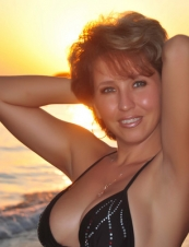Lisa 44 y.o. from USA