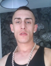 damien 37 y.o. from UK