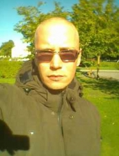 Emanuel 45 y.o. from Sweden