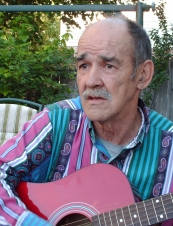 Theodore 76 y.o. from USA